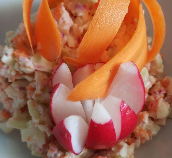 Ensalada Coleslaw con salsa de rabanitos